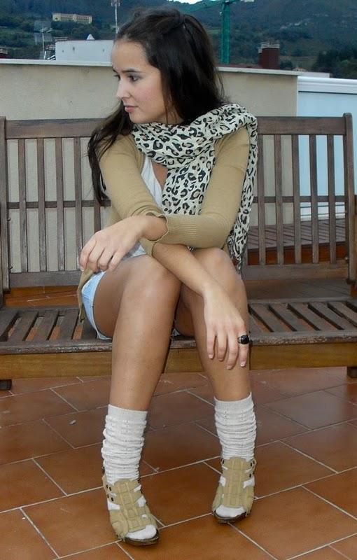 Bajo falda los calzones de la peruana - 1 part 2