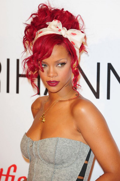 rihanna london christmas 00 480x720 Rihanna le dice No a Playboy