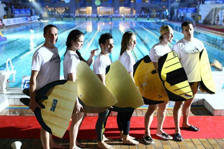Nataci n con aletas presente en la nuit de l eau 2010 en for Aletas natacion piscina