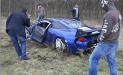 9ff GT9-R se accidenta cumpliendo su cometido
