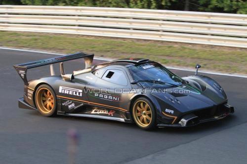 El Pagani Zonda R vuela en Nürburgring, casi literalmente