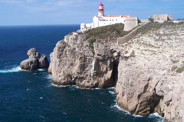 Calas y viento en el cabo de san vicente - Cabo san vicente portugal ...