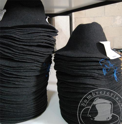 1428b910b9f35 Fábrica de Sombreros – I