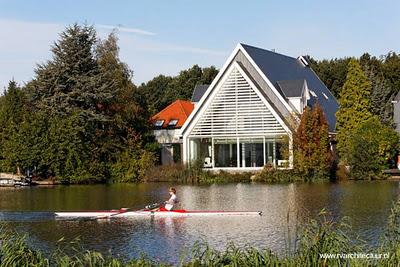 De iglesia a casa moderna estilo contempor neo for Casa holandesa moderna