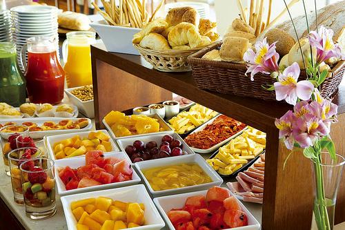 Desayuno de domingo en honor al señor mesero-http://globedia.com/imagenes/noticias/2011/11/13/siete-habitos-que-engordan-_3_967264.jpg