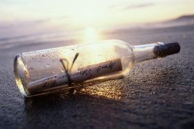 http://globedia.com/imagenes/noticias/2011/5/14/botella-mar-emociones_1_713377.jpg