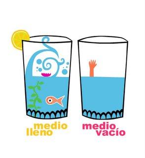 un vaso medio lleno o medio vacio
