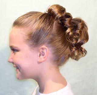 nina en cabello rizado se trata de un peinado muy sencillo y facil de