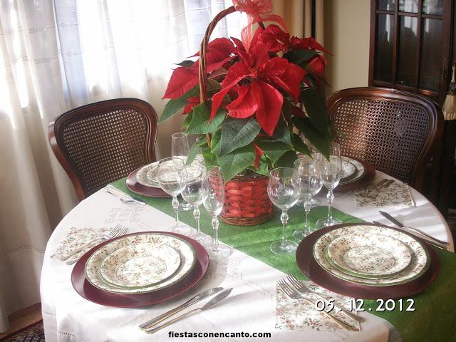 Decoraci n mesa navidad pi a y acebo - Decoracion navidad mesa ...