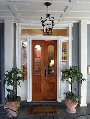 tampoco la puerta debe quedar frente a una columna un ngulo de dos paredes o una esquina ni bajo un bao del piso superior