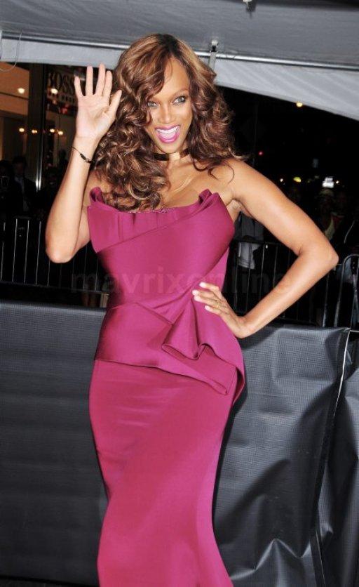 DUELO DE VESTIDOS: Rihanna y Tyra Banks coinciden en la misma fiesta!