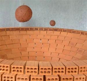 Instalaci n de marcela cabutti y pinturas de cinthia de levie - Tipos de ladrillos huecos ...