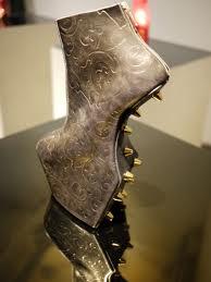 5095f269de ... curadora del Museo del Insituto de Tecnología de la Moda en Nueva York,  que ha exhibido el trabajo de Tatehana, dijo que espera que el diseñador  cree ...