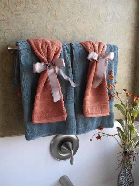 C mo colocar las toallas en el ba o for Accesorios para poner toallas en el bano