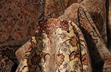 Exposici n de alfombras tejidas a mano de ir n en mosc for Alfombras de iran