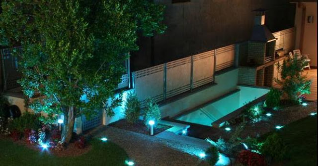 Como iluminar nuestro jard n for Luces led piscina