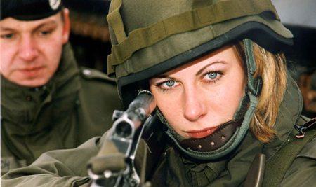 женщина с оружием фото эротика