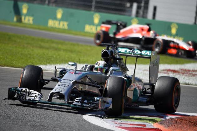 Hamilton gana en Suzuka y Alonso explota