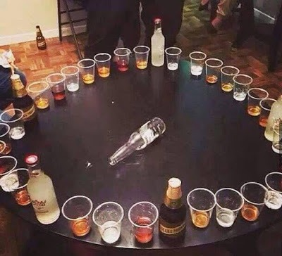 Juegos de mesa con alcohol para beber la botella for Food bar drinking game