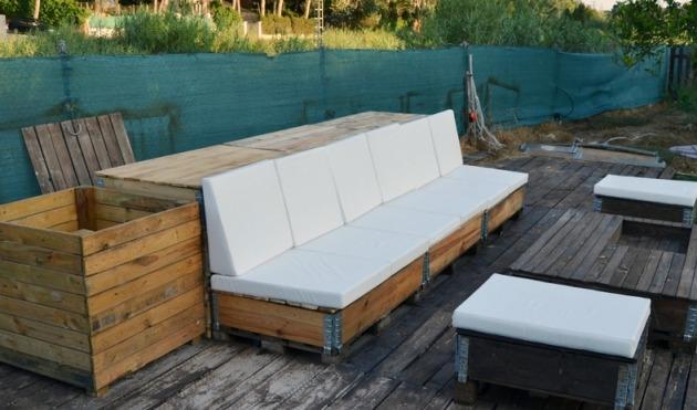 Sofa con palets jardin awesome ideas como hacer un sofa for Sofas terraza baratos