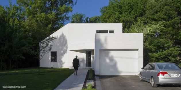 Moderna Casa De Madera Blanca De Dos Pisos En Canada