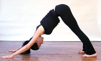 Yoga para aliviar el estrés . 4 posturas para principiantes c1cf9c5a5d0a