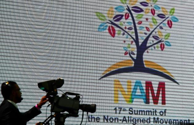 Las cacerolas resuenan en la Cumbre del NOAL
