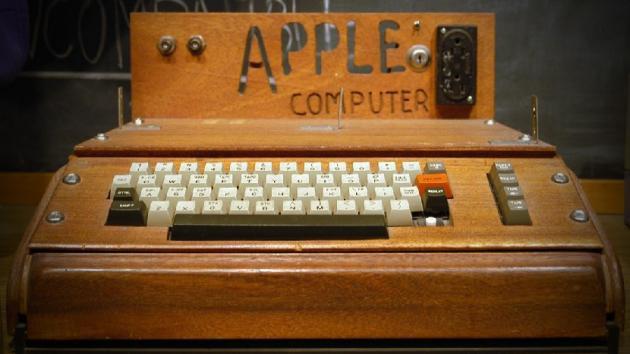 f966fde14ec Considerado por muchos el invento del siglo. La primera computadora  personal doméstica. El primer