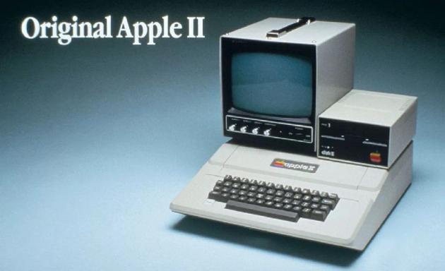 f2554e0192d El Primer ordenador personal que Apple produjo en forma masiva. Vio la luz  en la década de los 80. Un sólo cuerpo que contaba con monitor, teclado y  dos ...