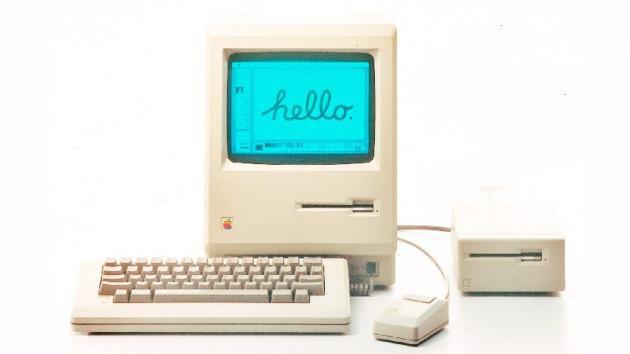 106b951d71c Considerado el primer gran éxito comercial de Apple. Terminó por  convertirse en la línea estándar de desarrollo de los computadores de  Apple, al desaparecer ...
