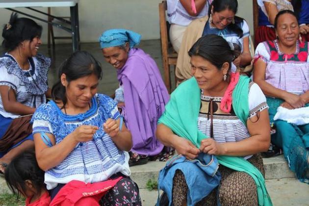 ad02d09e0f Artesanas de una comunidad indígena en México denuncian el plagio de ...