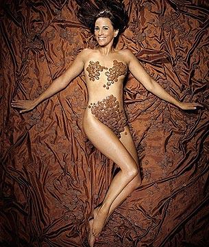 Heidi Klum desnuda y cubierta de chocolate en nuevo